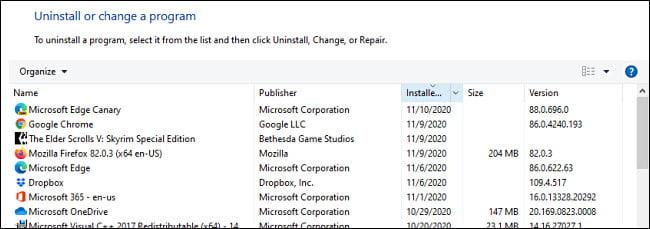 Una lista de programas instalados en el Panel de control de Windows.